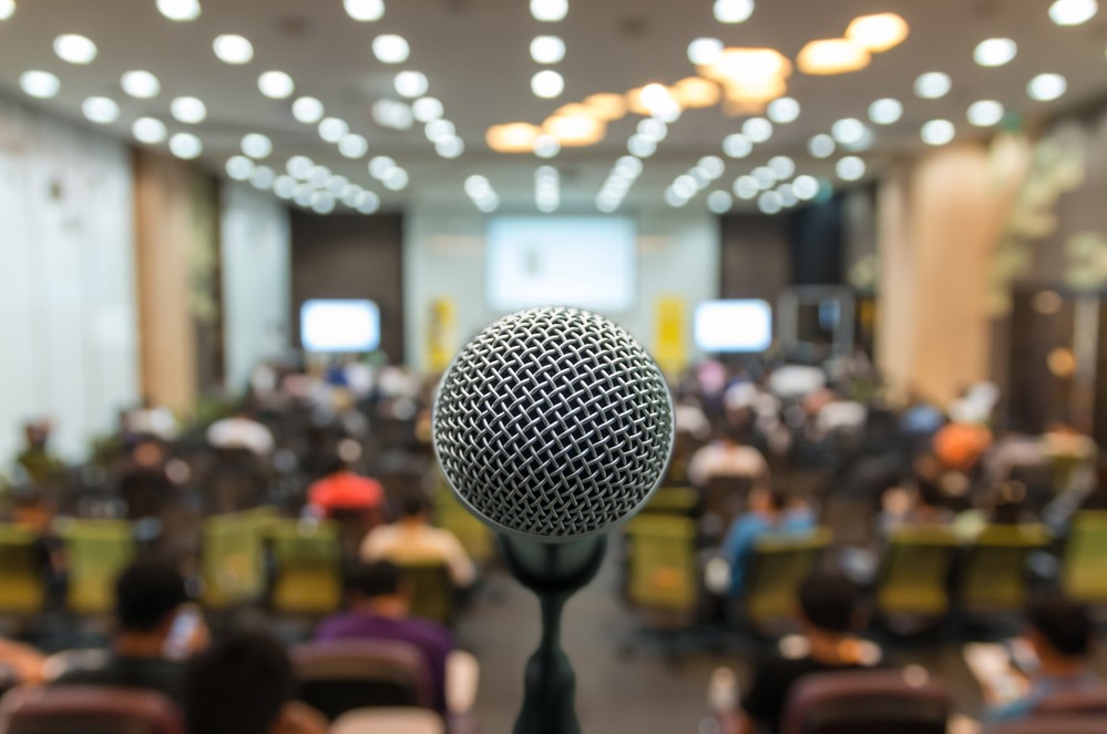 Microfone for a presentation on how to sell tickets for your event